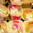 etiketten op voedingswaren in de winkel