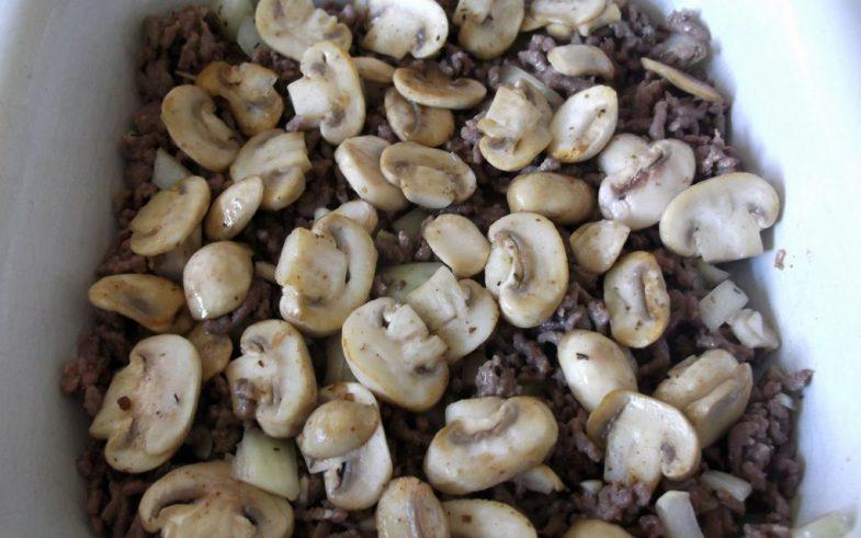 Ovenschotel met gehakt, spekjes en aardappelpuree