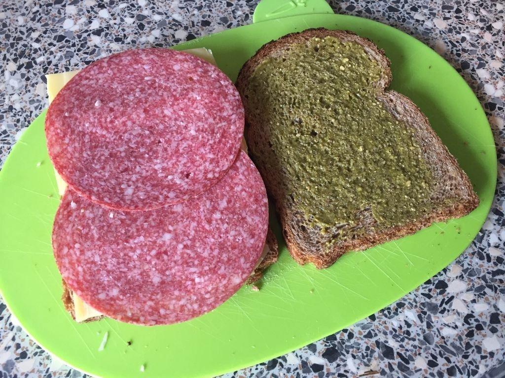 recept tosti met pesto en salami